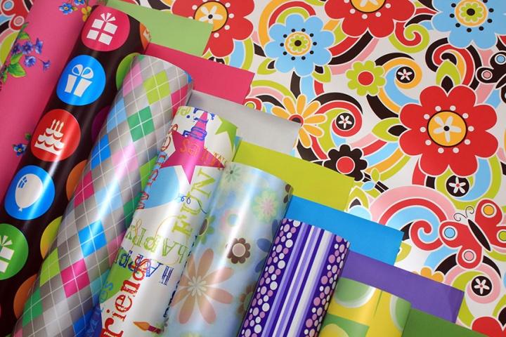 Расцветка упаковочной бумаги позволяет подчеркнуть стиль подарка