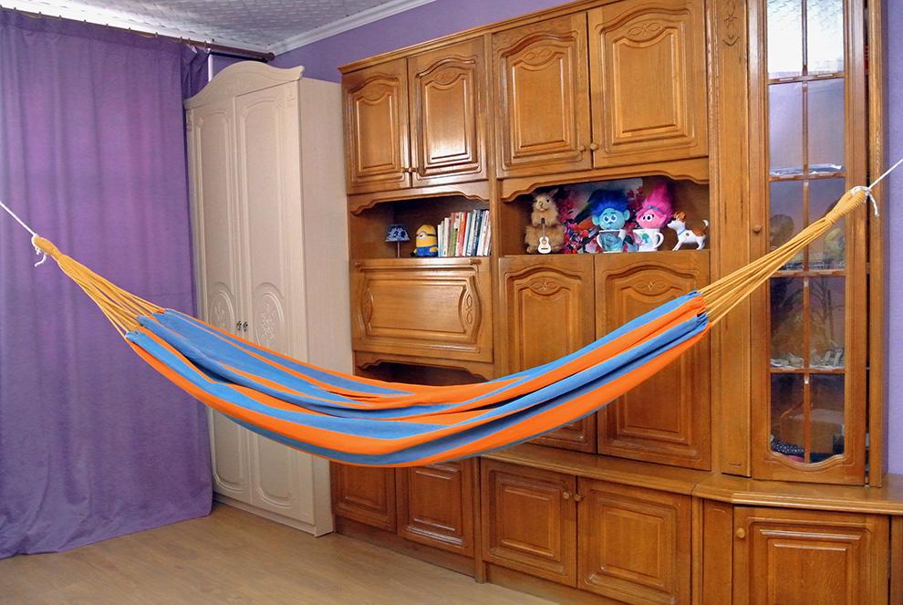 Как повесить гамак в доме