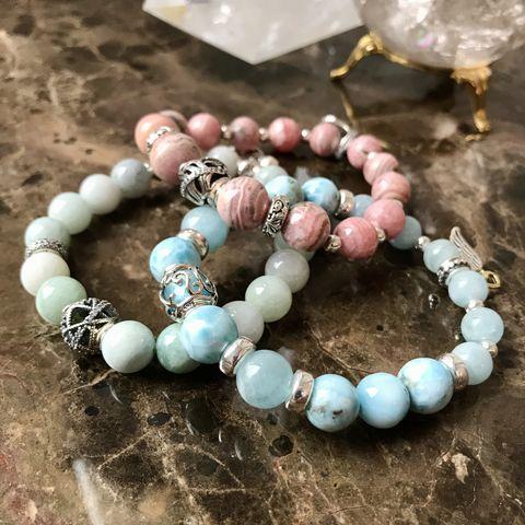 Женские браслеты из натуральных камней - фото