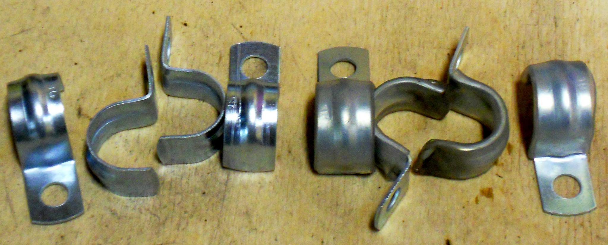 кабеледержатели», винты диаметром 5х15мм, сверло 4,5-4,9мм, метчик М5 и пару капель моторного или трансмиссионного масла