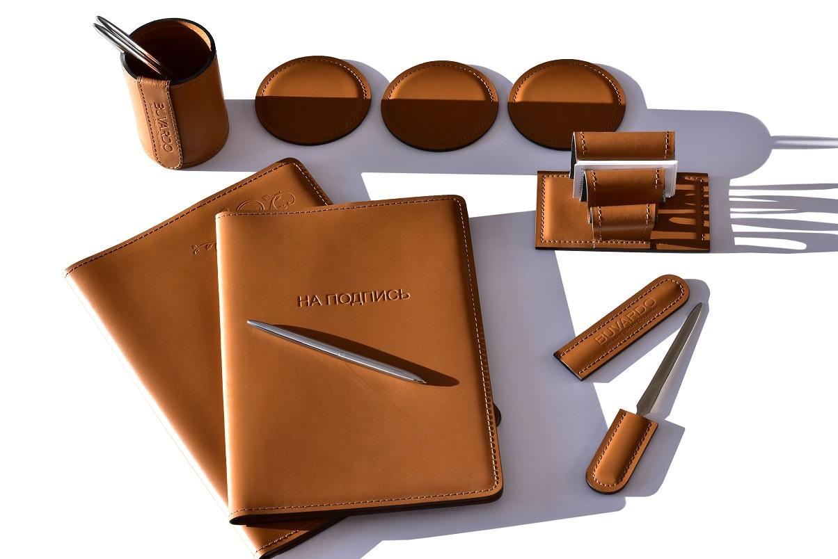 настольные наборы из коричневой кожи бувардо