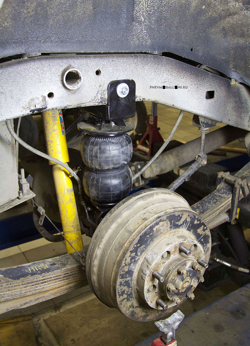 Комплект пневмобаллонов установлен в штатные места подвески: