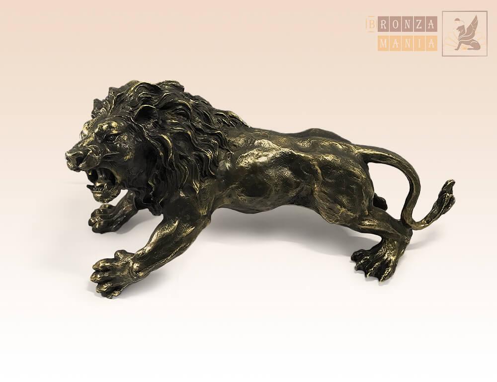 Лев в оскале большой