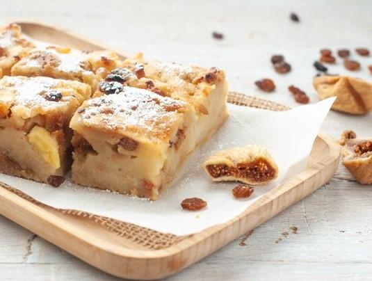 Пирог из черствого хлеба с яблоками