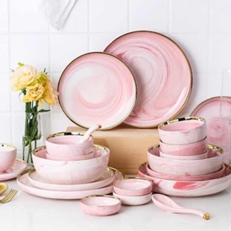 Красивый набор столовой посуды
