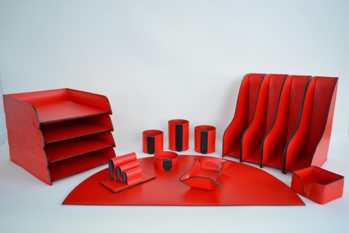Набор руководителя из красной кожи Cuoietto производства Италии.