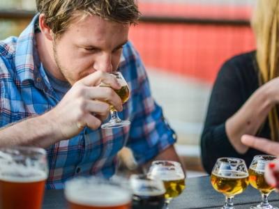 нюхать перед собой пиво