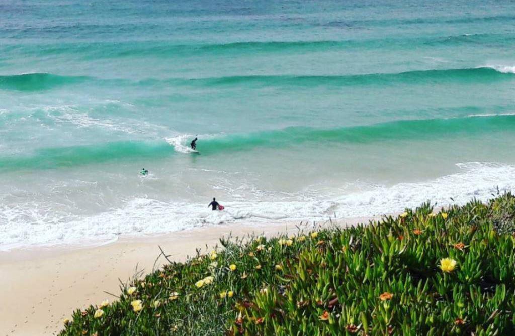 Идеальные волны для серфинга в Португалии