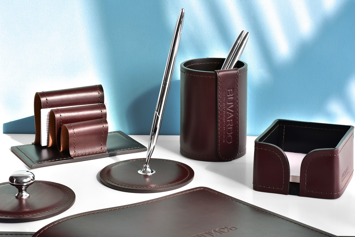 кожаные аксессуары коричневые в кабинет
