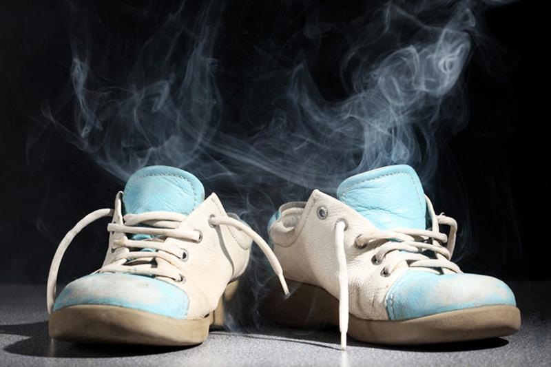 Кроссовки с неприятным запахом: как бороться - 1