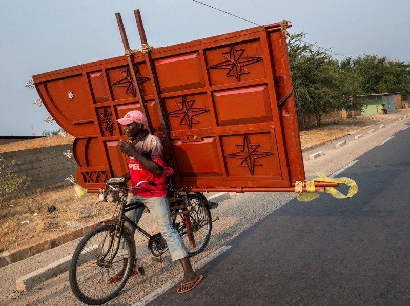 Велосипед с воротами на багажнике