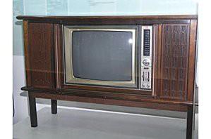First-Samsung-TV-P-3202.jpg