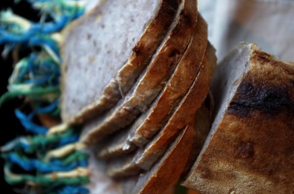 хлеб без пара с горелой корочкой