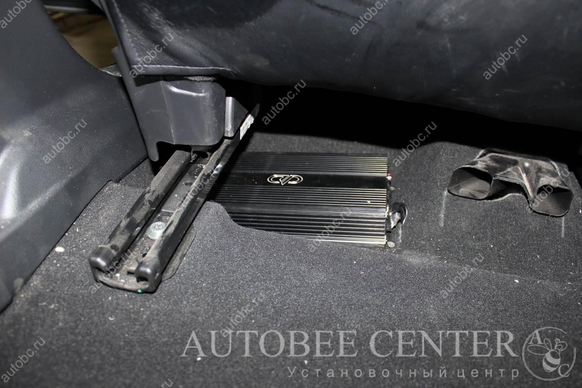 установка усилителя под сиденье в авто