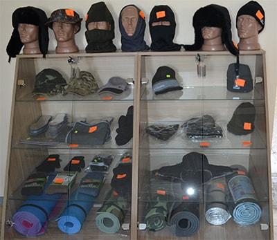 Туристические коврики, теплые шапки