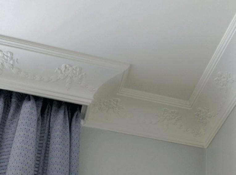 Декорирование гардины для штор полочным плинтусом