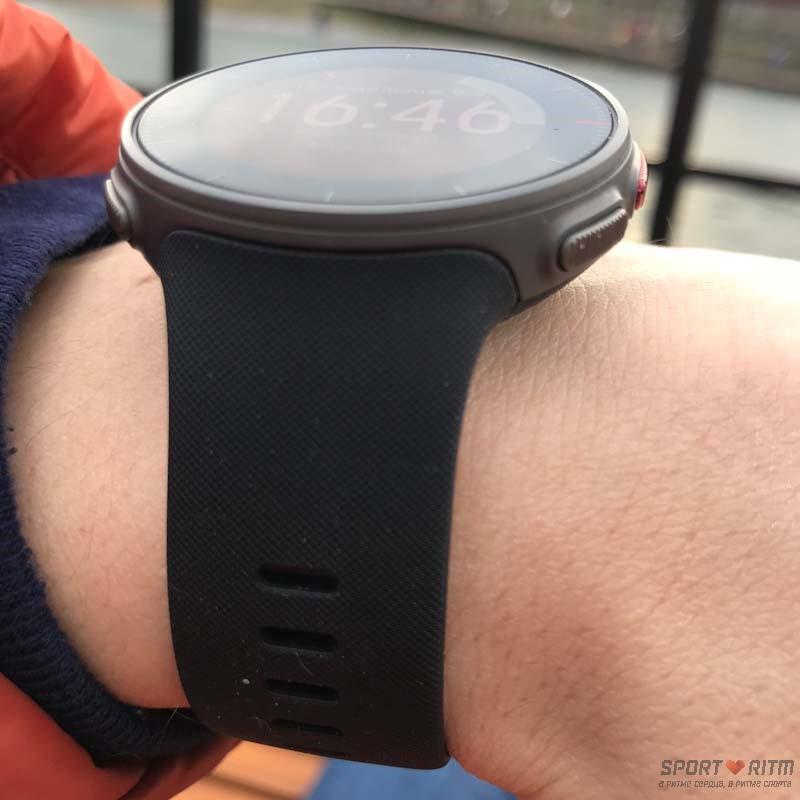 Часы Polar Vantage V на руке