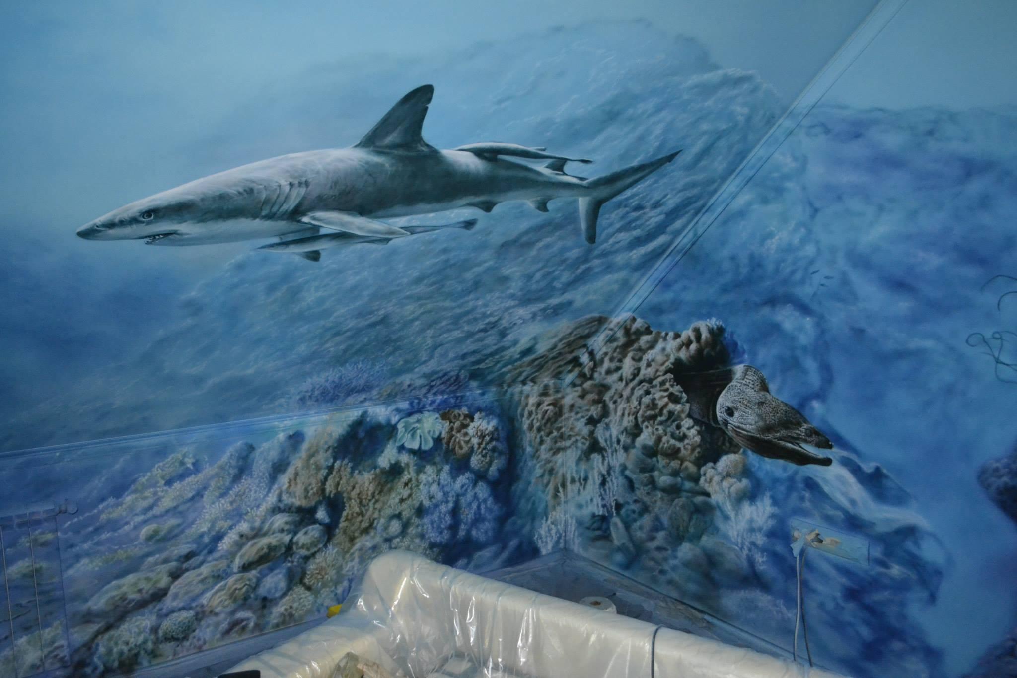 акула в стиле аэрографии на стене
