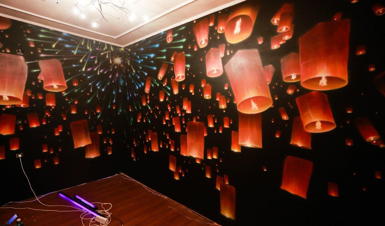 аэрография люминофорами на стене