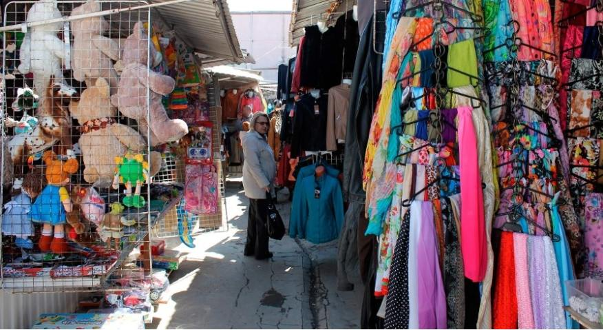 Продавцы одежды на рынках обязаны использовать онлайн-кассу и выдавать покупателям чек