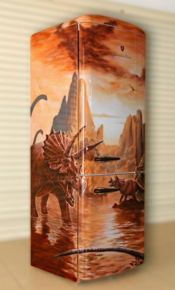 роспись холодильника краскопультом