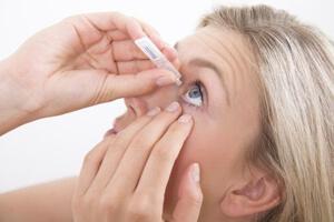 Как правильно закапывать капли в глаза, фото
