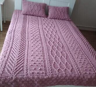 Плед на кровать из пряжи Пуффи