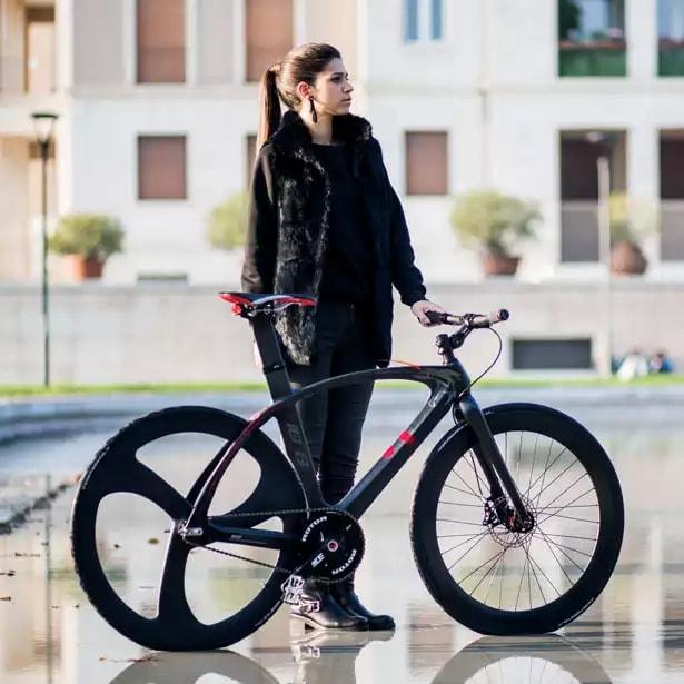 Велосипед з карбоновою рамою