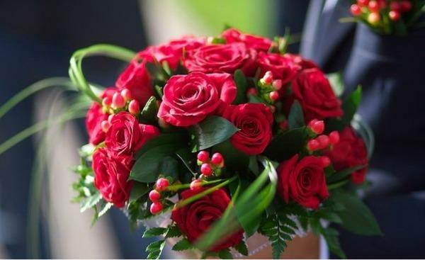 букет_невесты_из_красной_розы_в_Алматы__оформление_цветами.jpg