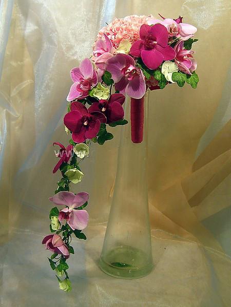 букет_невесты_из_орхидеи_Фалинопсис_в_Алматы__оформление_цветами.jpg