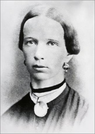 1909_Victoria_Elsener.png