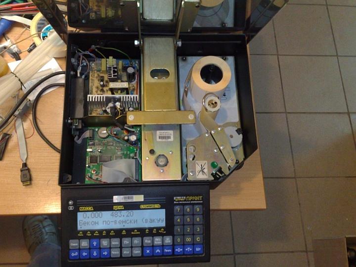 Обновить прошивку весов с печатью этикеток можно самостоятельно через компьютер