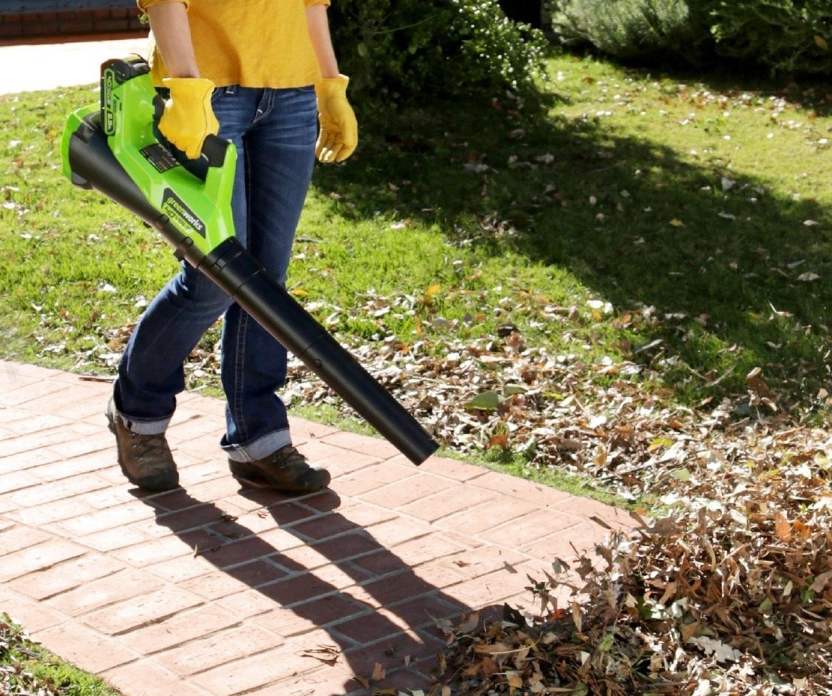 Альтернативный вариант использования садового воздуходува