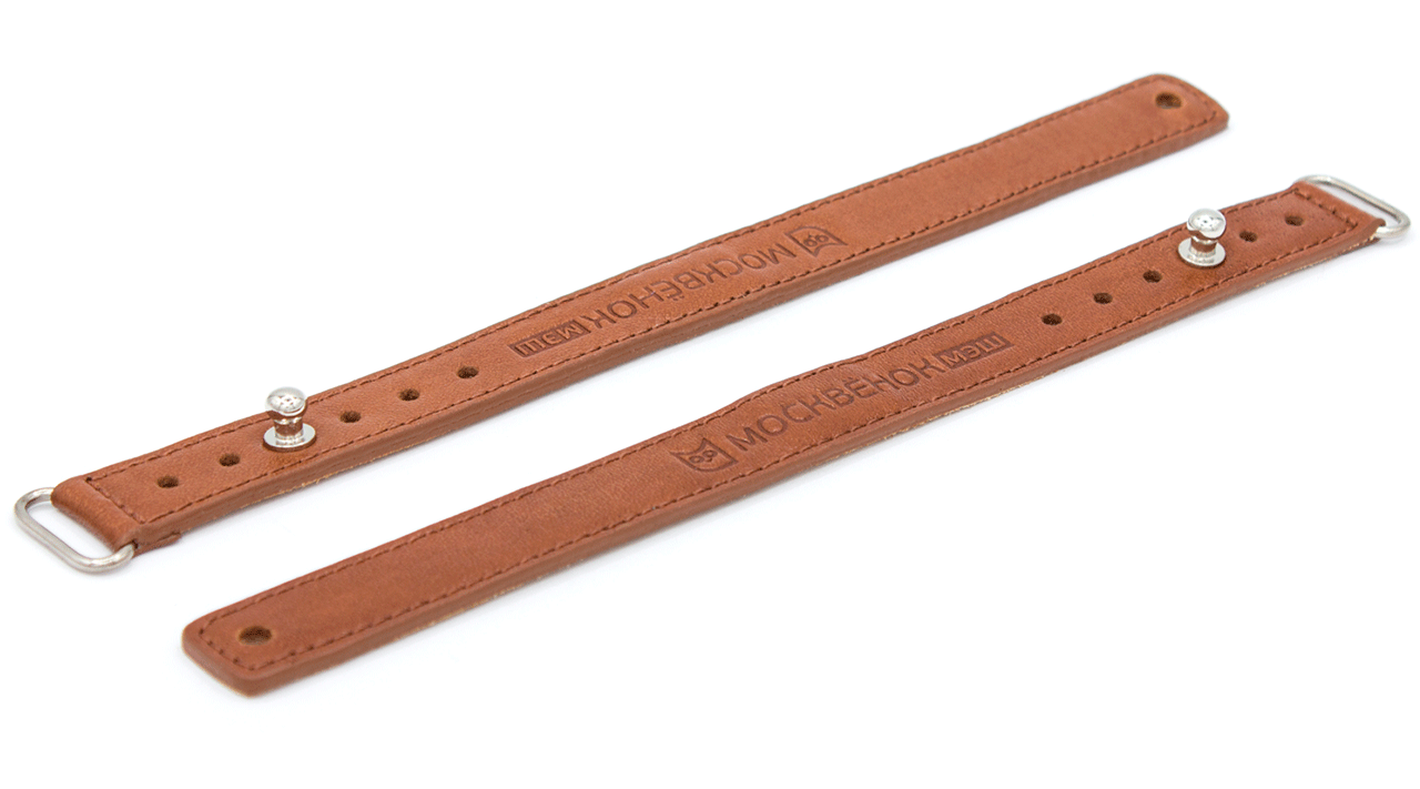 Кожаный браслет Москвёнок коричневого цвета - два рядом