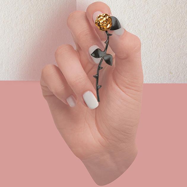 оригинальные серьги в фoрме роз от SMITH/GREY -  Marina`s Roses Gold&Black earrings
