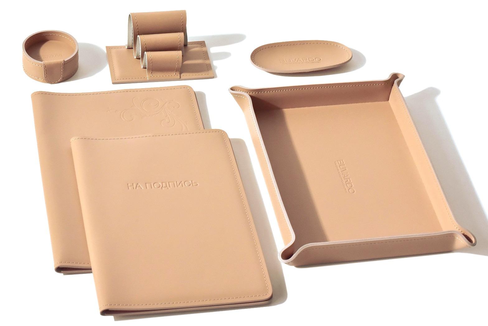 Набор на стол из натуральной кожи  бежевого цвета buvardo vipnabor
