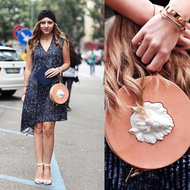 fashion-блоггер Дарья Куниловская c круглой сумкой из кожи Lion от ANDRES GALLARDO