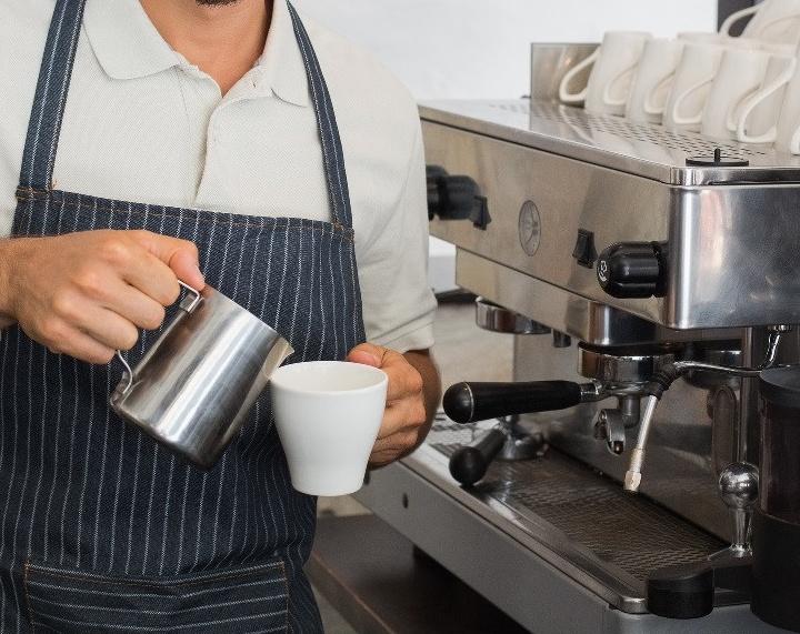 Сотрудник кофейни считается баристой, кассиром и продавцом в одном лице