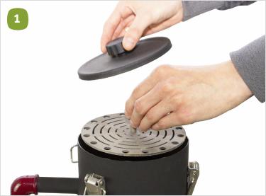 Откройте крышку и установите колосник в емкость бункера.