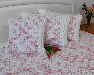 Вязаные плед и подушка из Пуффи