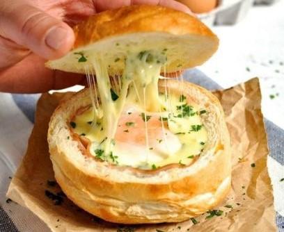 Идея вкусного быстрого завтрака и едя для пикника