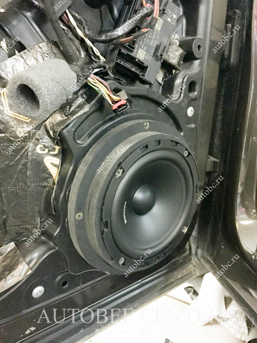 VW Touareg установка акустики