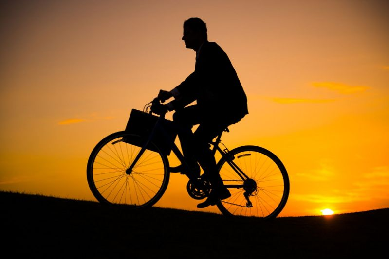 Велосипедист в темноте