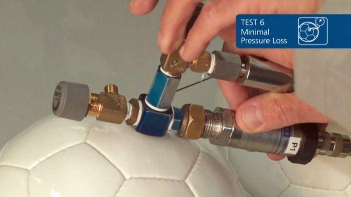 Тест FIFA- падение давления в футбольном мяче