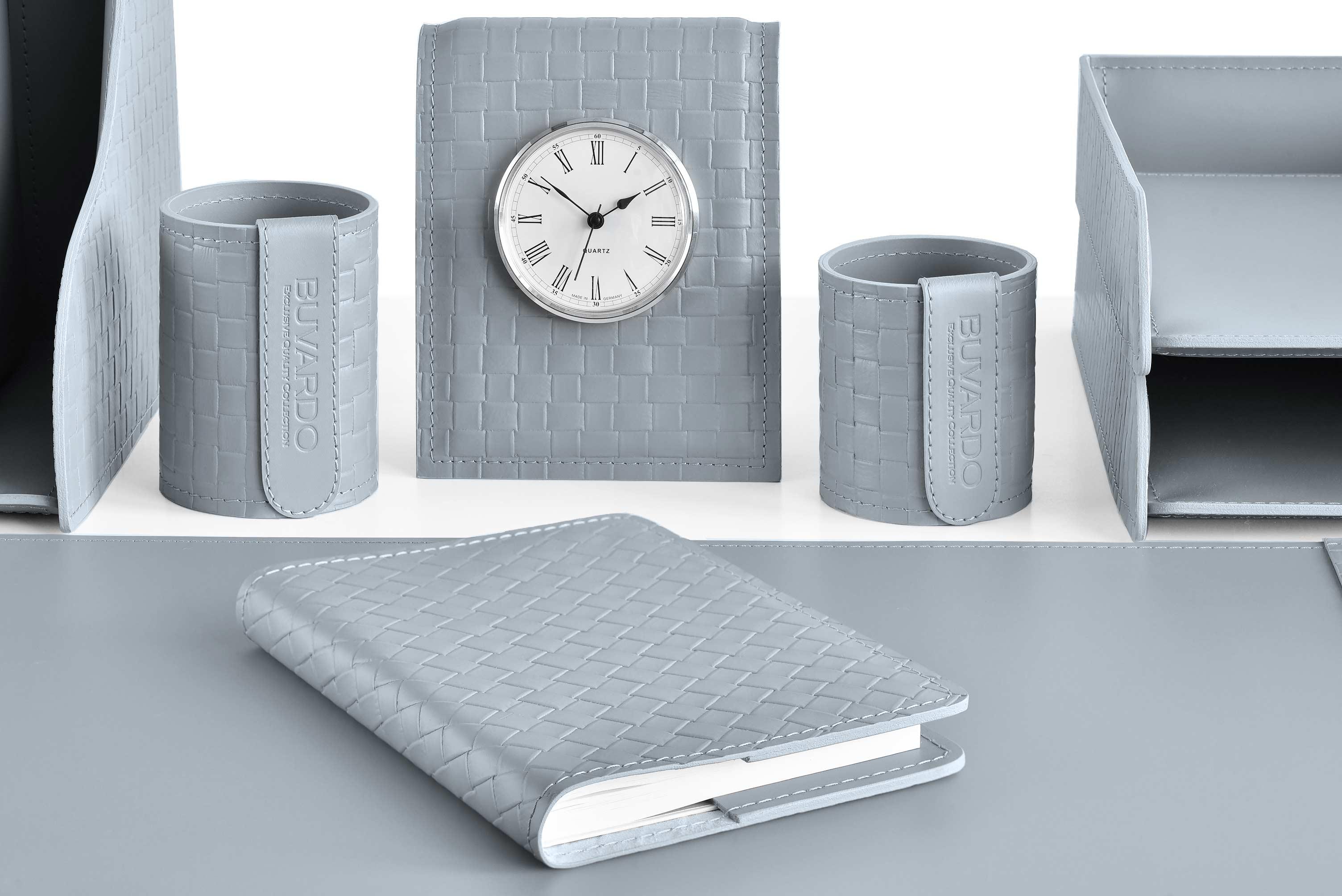 Набор на стол руководителя серый  из 13 предметов из  кожи Cuoietto с тиснением intrecciato: