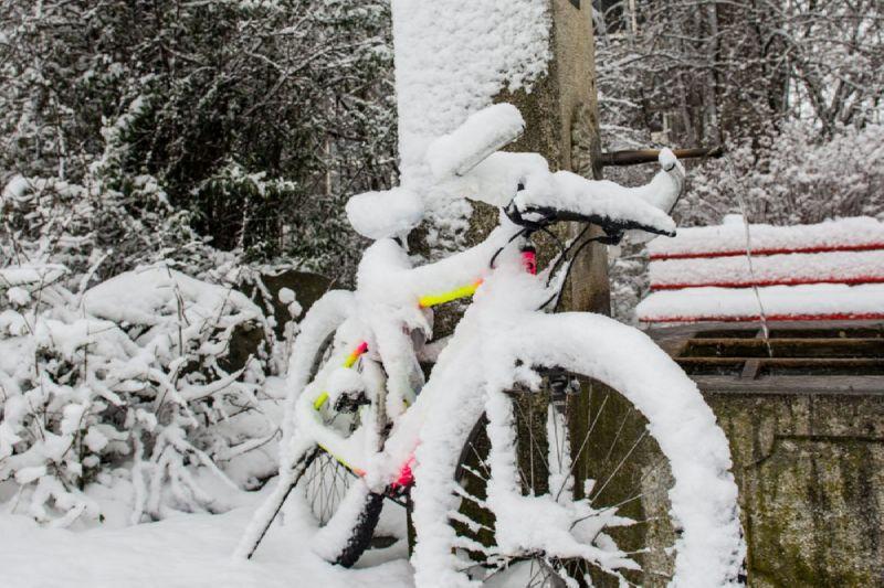 замерзший велосипед