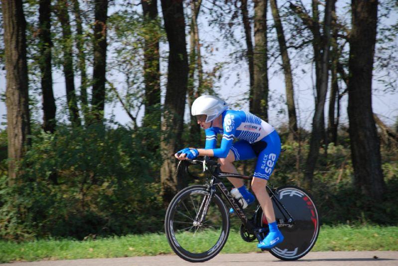 велосипедист на разделочном велосипеде