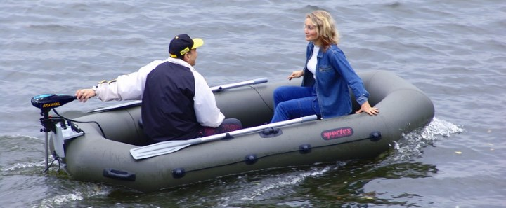 Лодка с электромотором
