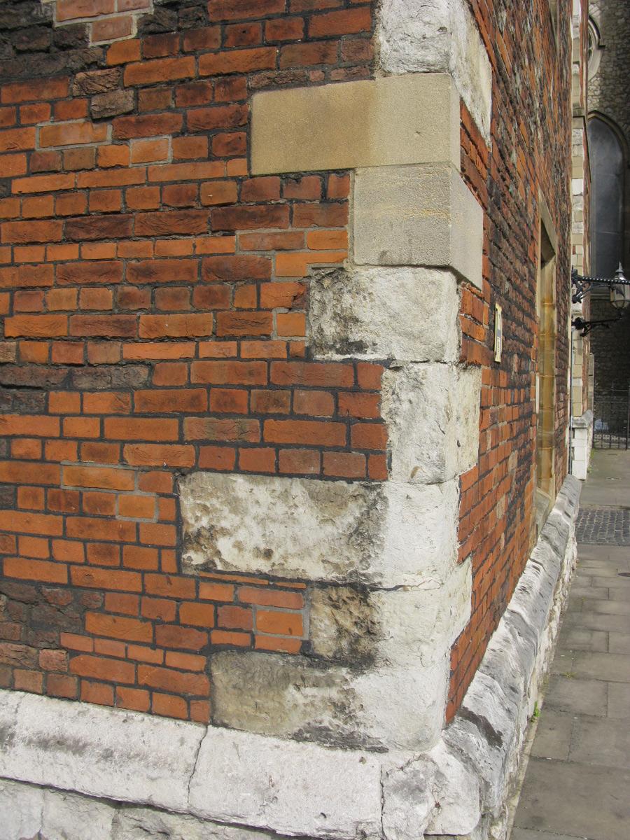 Руст угловой-фасадный декор, до того как он стал фасадным декором.
