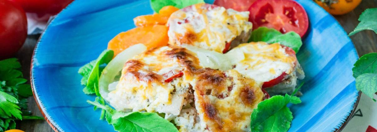 Хек с овощами и сыром